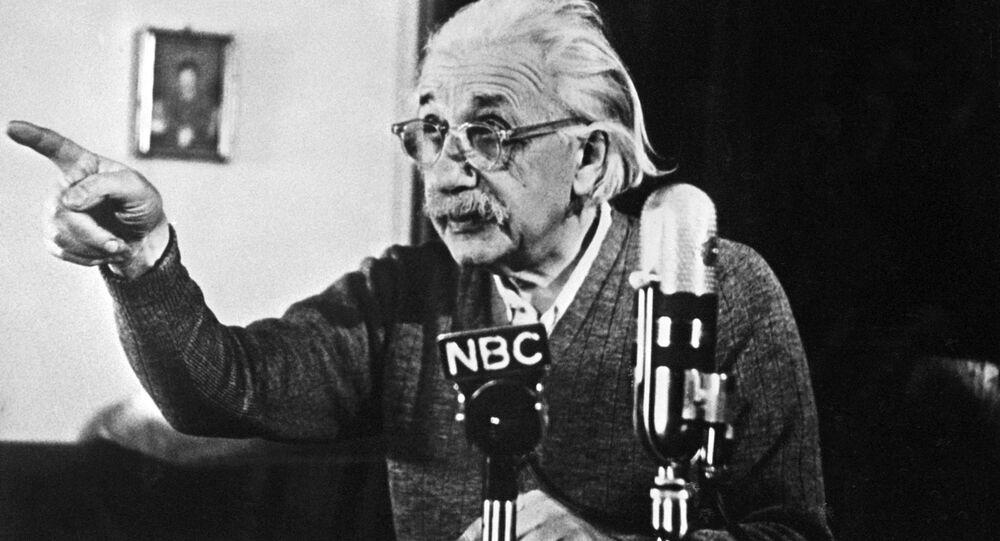 Einstein'ın 'Tanrı'yı ret' mektubu yine açık artırmada - Sputnik Türkiye