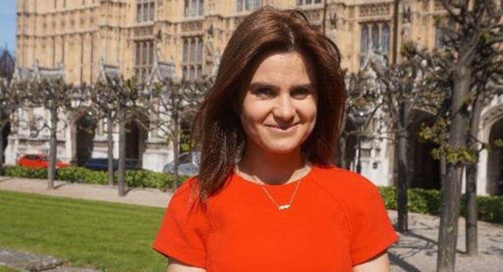 İngiltere'de İşçi Partili milletvekili Jo Cox, silahlı saldırıda yaralandı.