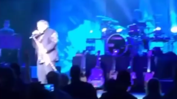 Amerikalı şarkıcı Meat Loaf sahnede yere yığıldı - Sputnik Türkiye