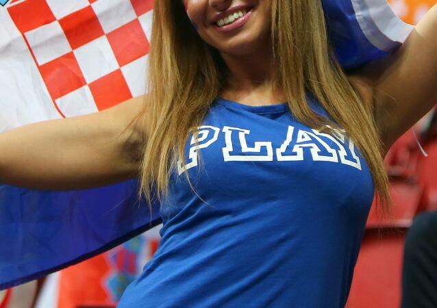 Takımını destekleyen bir Hırvat taraftar.