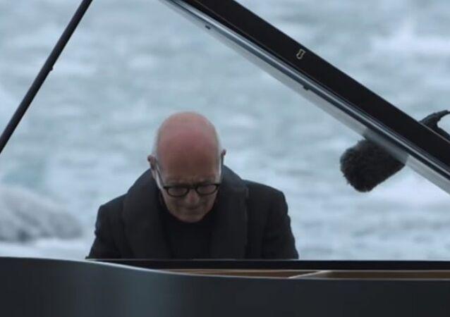 Ünlü İtalyan besteci ve piyanist Ludovico Einaudi