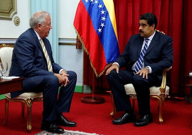 Venezüella Devlet Başkanı Nicolas Maduro, iki ülke arasında diyaloğun geliştirilmesi amacıyla ülkeye ziyaret düzenleyen ABD Dışişleri Bakanlığı yetkilisi Büyükelçi Thomas Shannon ile görüştü.