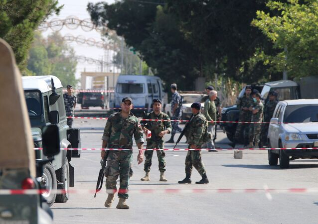 Lübnan'ın Suriye sınırında bulunan El-Kaa kasabasında art arda saldırılar yaşandı