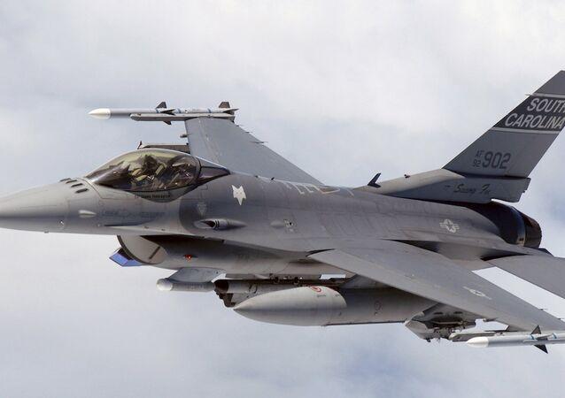 Mısır Hava Kuvvetleri'nden bir F-16
