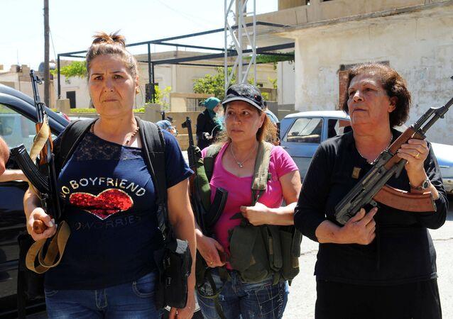 Cihatçılara karşı silahlanan Lübnanlı Hristiyan kadınlar