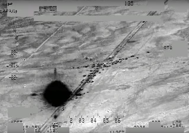 Irak ordusu Rus Mi-35M, Mi-28NE helikopterleriyle IŞİD'e ait büyük bir araç konvoyunu vurdu. Irak Savunma Bakanlığı'nın yayınladığı videoda, o anlar saniye saniye yansıdı.