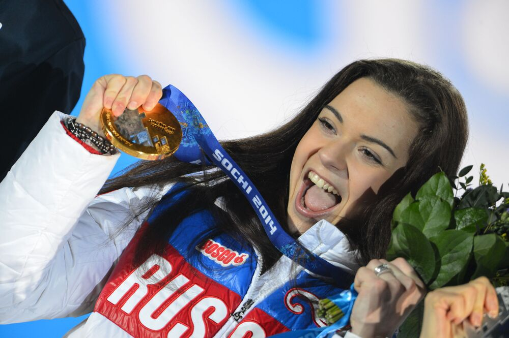 Rus buz patenci Adelina Sotnikova