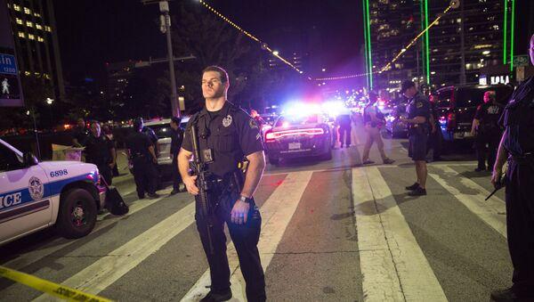 Dallas'ta saldırılarda 5 polis memuru keskin nişancı tarafından vurularak öldürüldü. - Sputnik Türkiye