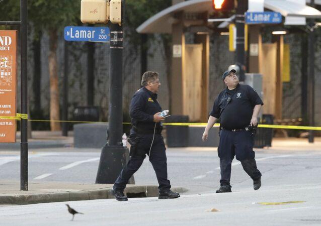 Dallas saldırısının ardından kentteki inceleme çalışmaları devam ediyor.