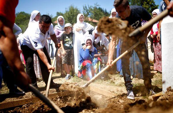 Srebrenitsa soykırımının 21. yıldönümü - Sputnik Türkiye