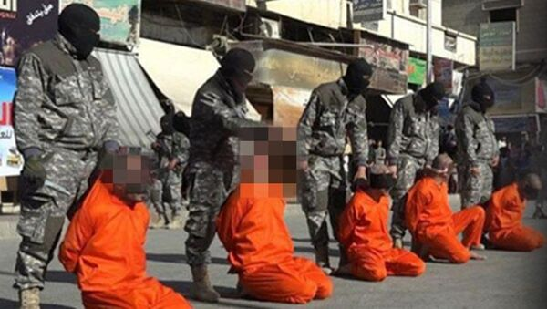 IŞİD militanları, Suriye'nin Rakka kentinde 5 futbolcunun kafasını kesti. - Sputnik Türkiye