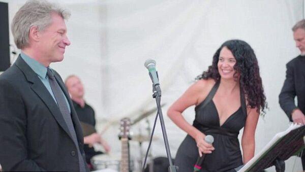 ABD'nin Miami kentinde katıldığı bir düğün, kalabalık konser salonları ve hatta stadyumlarda konser vermeye alışık olan rock yıldızı Jon Bon Jovi için deyim yerindeyse eziyete dönüştü. - Sputnik Türkiye