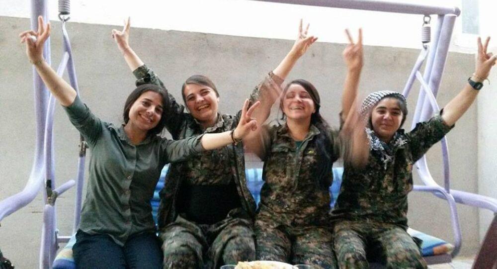 Yezidi kadınlar IŞİD'e karşı eline silah aldı