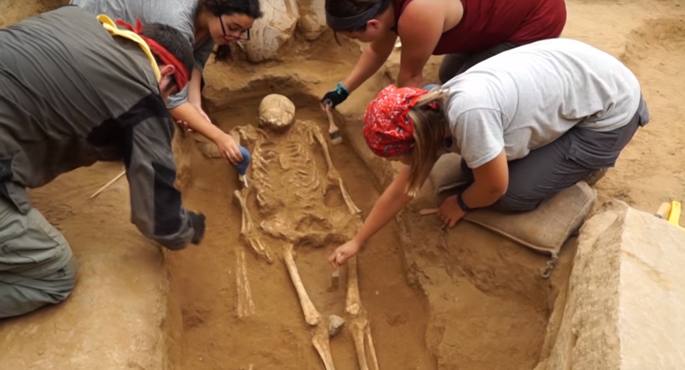 İsrail'in Aşkelon kentinde bir ilk olarak Antik Filistinlilere ait bir mezar bulundu.