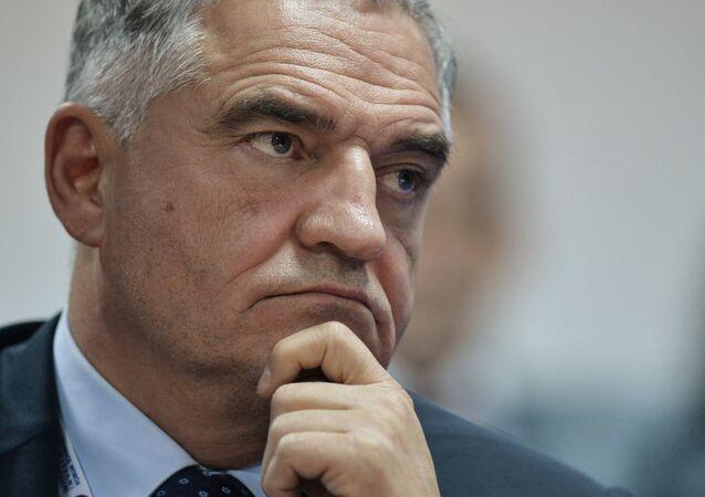 Rusya parlamentosu üst kanadı Federasyon Konseyi eski üyesi, Rus siyasi uzman Yevgeni Tarlo