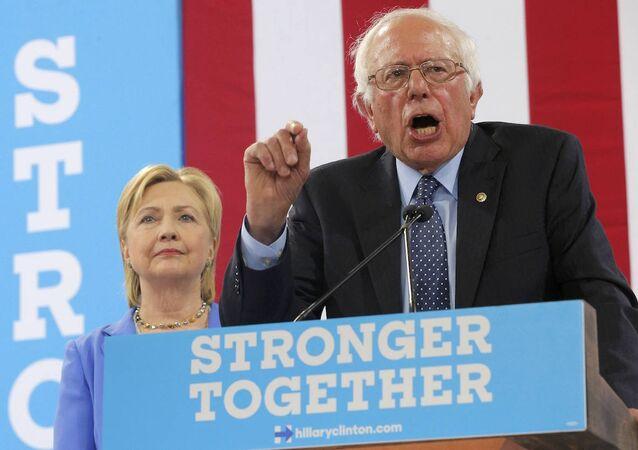 Bernie Sanders, ABD başkanlığı için Hillary Clinton'a desteğini sundu.
