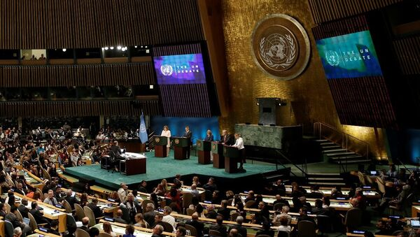 BM Genel Sekreteri Ban Ki-mun'un 31 Aralık'ta dolacak görev süresinin ardından genel sekreterlik görevine talip olan adaylar, BM tarihinde ilk kez canlı yayınlanan açık oturumda bir araya geldi. - Sputnik Türkiye