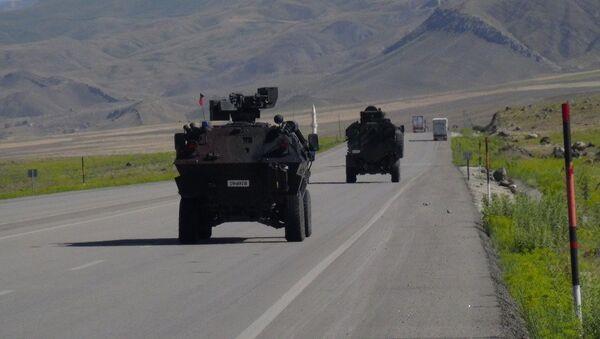 Türkiye'nin İran'a açılan en önemli sınır kapısı Ağrı Gürbulak, hem geliş hem gidiş olmak üzere çift yönle trafiğe kapatıldı. Sınır kapısının yola döşenen patlayıcı nedeniyle kapatıldığı ortaya çıktı. - Sputnik Türkiye