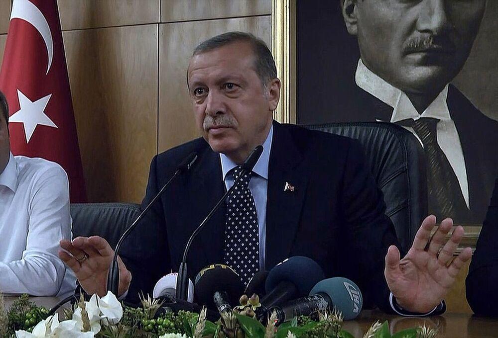 Cumhurbaşkanı Recep Tayyip Erdoğan, Atatürk Havalimanı Devlet Konukevi'nde basın toplantısı düzenledi.