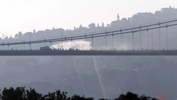 Türkiye'de darbe girişimi / Boğaz Köprüsü'nde TOMA - Sputnik Türkiye