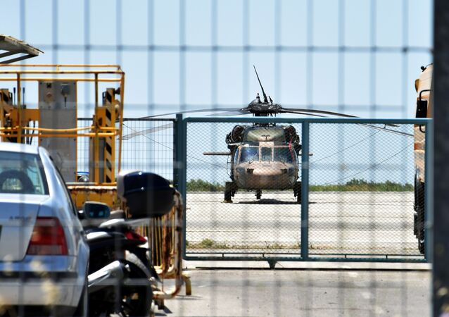 Darbe girişiminin başarısız olmasının ardından Yunanistan'ın Dedeağaç kentine kaçan askerlerin kullandığı helikopter
