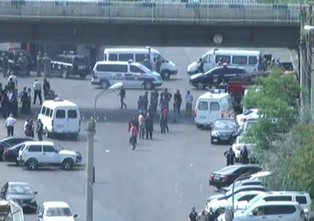 Erivan'da polis karargahına saldırı