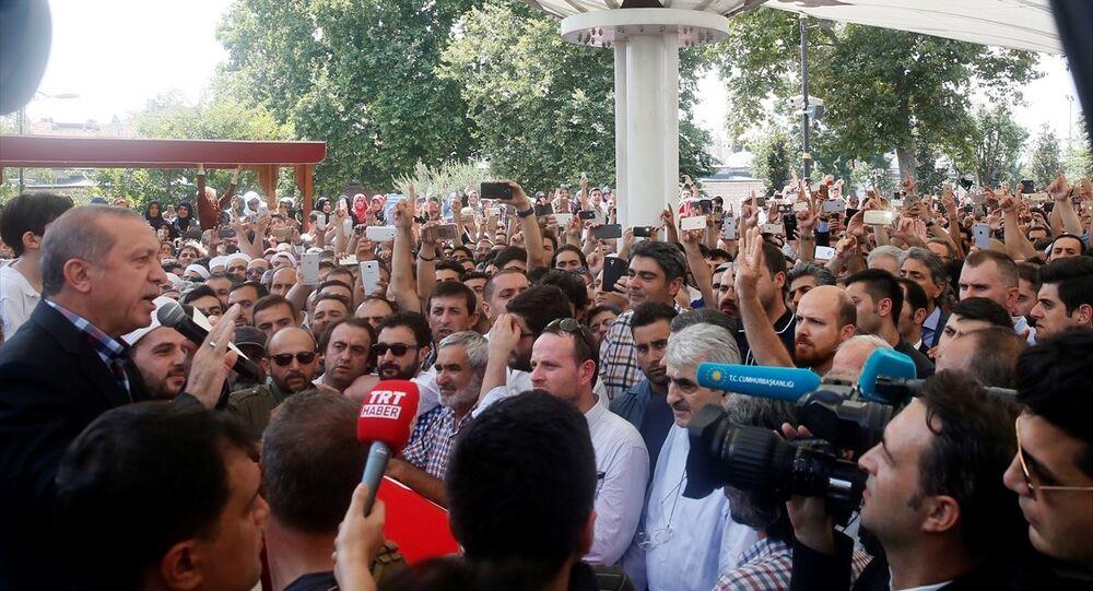 Cumhurbaşkanı Recep Tayyip Erdoğan, darbe girişimi sırasında hayatını kaybedenlerin cenaze törenine katıldı.