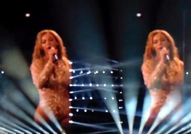 ABD'li şarkıcı Beyonce, başarısız darbe girişimi nedeniyle hayatını kaybedenlere 'Halo' (Işık halkası) şarkısını armağan etti.