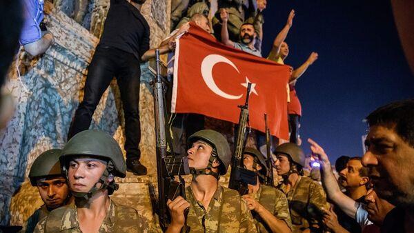 Türkiye'de darbe girişimi-Taksim Meydanı - Sputnik Türkiye