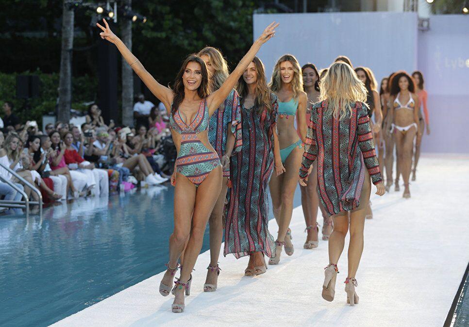 Miami bikini defilesi