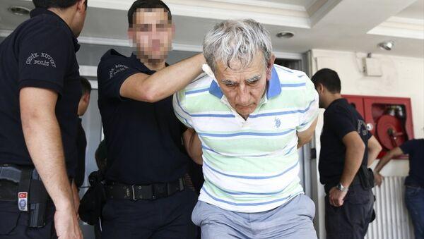 Eski Hava Kuvvetleri Komutanı Akın Öztürk, darbe girişimiyle ilgili soruşturma kapsamında gözaltına alındı. - Sputnik Türkiye