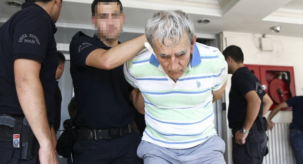Eski Hava Kuvvetleri Komutanı Akın Öztürk, darbe girişimiyle ilgili soruşturma kapsamında gözaltına alındı.