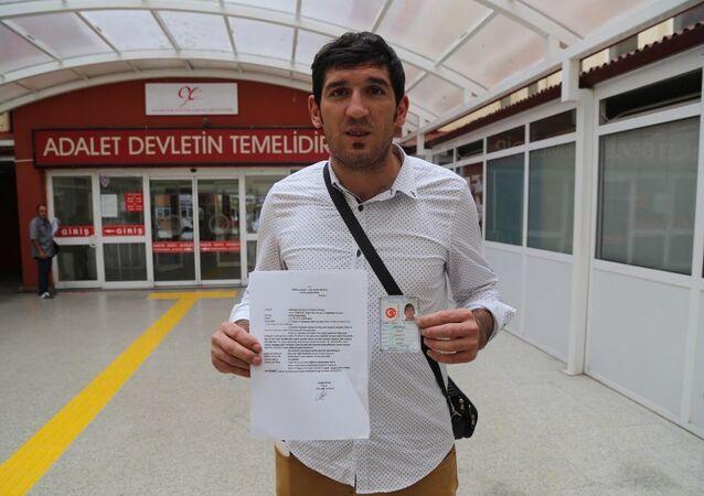 Kocaeli'nde yaşayan 26 yaşındaki Fethullah Üçüncü, Gülen Cemaati lideri Fethullah Gülen'le aynı ismi taşımaktan rahatsız olması nedeniyle isim değişikliği için mahkemeye başvurdu.