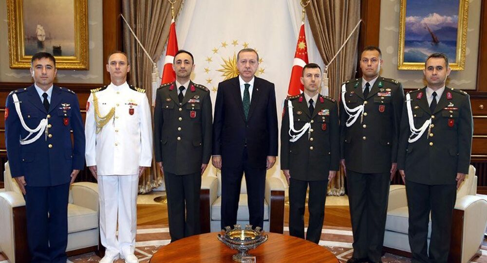 Cumhurbaşkanı Recep Tayyip Erdoğan ve yaverleri