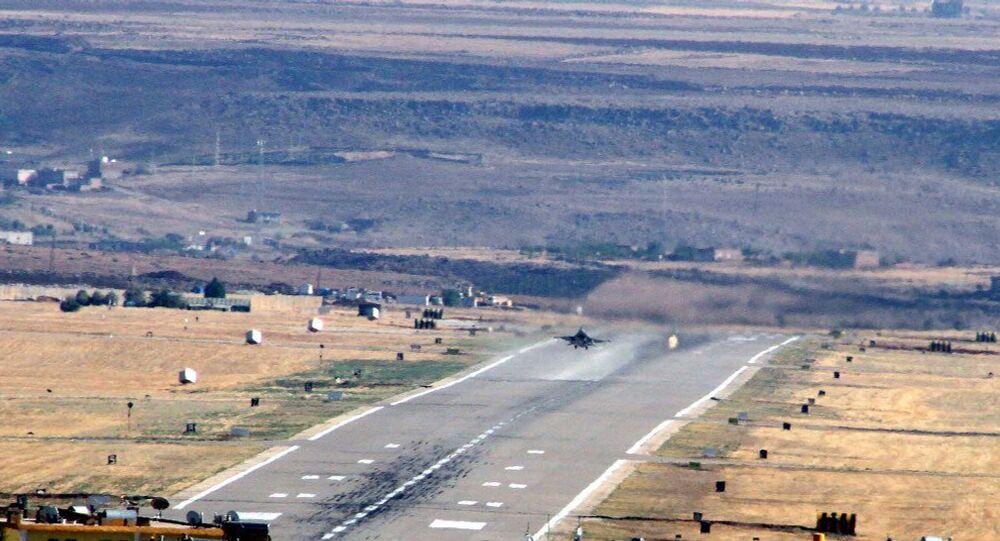 Darbe girişimi sırasında Ankara'da birçok noktayı bombalayan savaş uçaklarından 6'sının Diyarbakır'daki 8. Ana Jet Üssü'nde kalktığı ortaya çıkarken, 2 savaş uçağının ise darbe girişimine karşı olarak havalandığı öğrenildi.