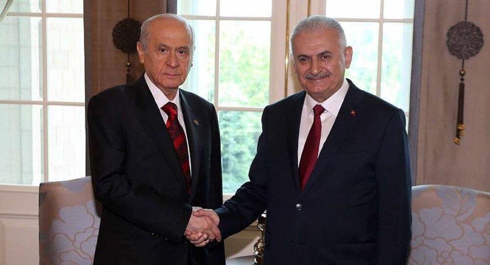 Başbakan Yıldırım ile MHP Genel Başkanı Bahçeli, darbe girişimine ilişkin Çankaya Köşkü'nde bir araya geldi.