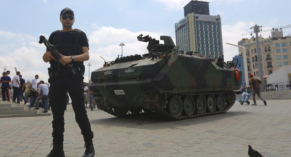 Darbe girişimi - Taksim Meydanı'nındaki terk edilmiş tank