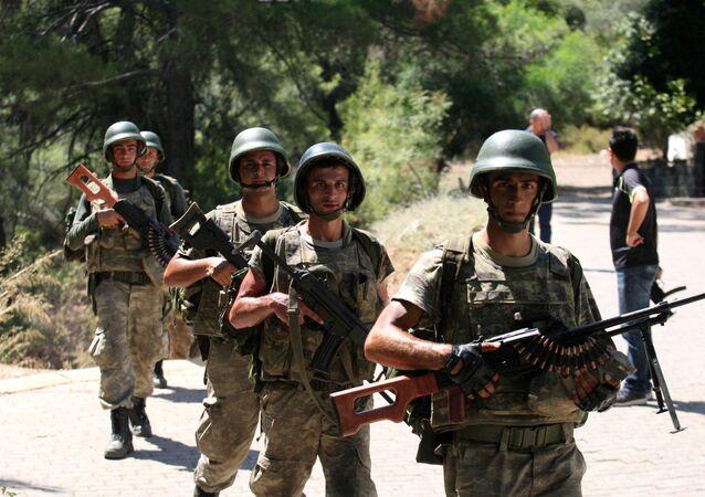 Darbe girişimi - Marmaris'te kaçan askerleri yakalama operasyonu