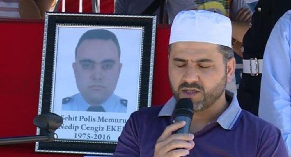 15 Temmuz darbe girişiminde Cumhurbaşkanı Tayyip Erdoğan'a karşı Marmaris'te suikast girişiminde şehit olan polislerden Nedip Cengiz Eker'in CHP Genel Başkanı Kemal Kılıçdaroğlu'nun akrabası olduğu ortaya çıktı.