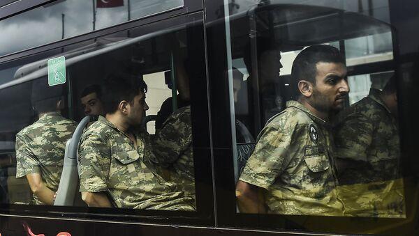 Darbe girişimi nedeniyle gözaltına alınan askerler - Sputnik Türkiye