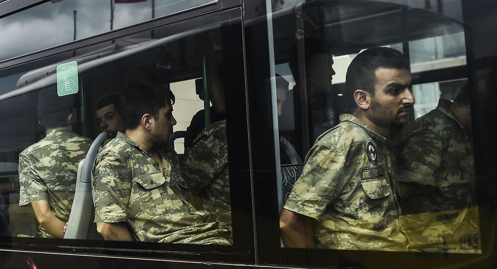 Darbe girişimi nedeniyle gözaltına alınan askerler