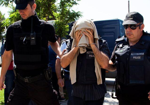 Yunanistan'a kaçan 8 askere 2'şer ay hapis cezası