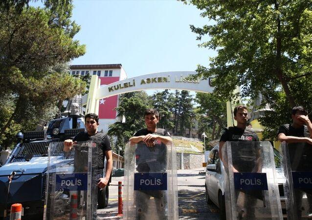 Darbe girişiminin ardından, içinde çok sayıda örgüt üyesi asker ve öğrencinin bulunduğu Kuleli Askeri Lisesi'ne düzenlenen operasyon tamamlandı.