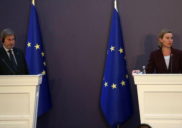 AB'nin Komşuluk Politikası ve Genişleme Müzakerelerinden Sorumlu Komiseri Johannes Hahn ve AB Dış İlişkiler ve Güvenlik Politikası Yüksek Temsilcisi Federica Mogherini