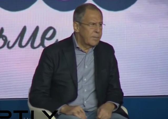 Lavrov, diplomat kıyafetlerini soyundu