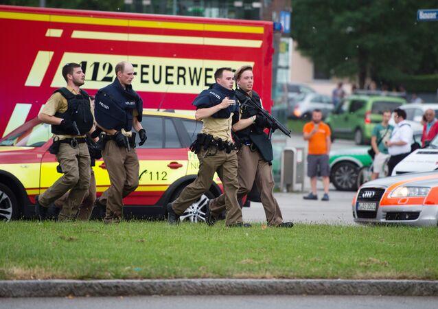 Münih'teki bir alışveriş merkezinde silahlı saldırı meydana geldi.