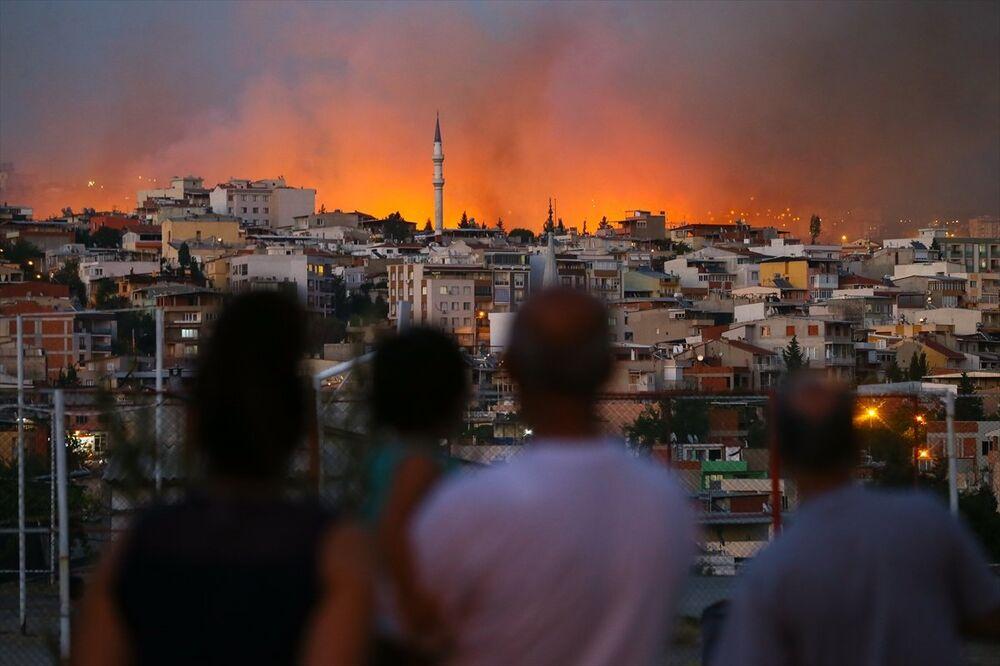 İzmir'in Buca ilçesinde yangın