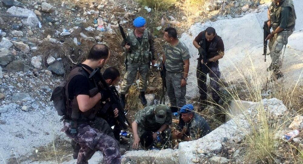 FETÖ'nün darbe girişimi sırasında, Cumhurbaşkanı Recep Tayyip Erdoğan'ın ayrılmasının ardından Muğla'nın Marmaris ilçesinde konakladığı otele saldırı düzenleyen askerlerden 3'ü daha yakalandı, bugün yakalananların sayısı 7'ye yükseldi.