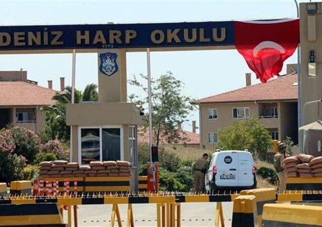 İstanbul Emniyet Müdürlüğü ekipleri, Deniz Harp Okulu Komutanlığı'nda arama başlattı.