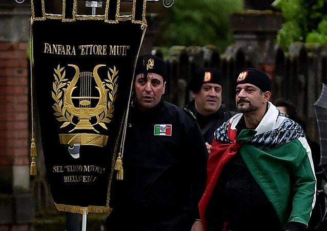 İtalyan diktatör Mussolini'nin yaşamını kutlamak için doğduğu kent olan Predappio'da bir araya gelen aşırı sağcılar